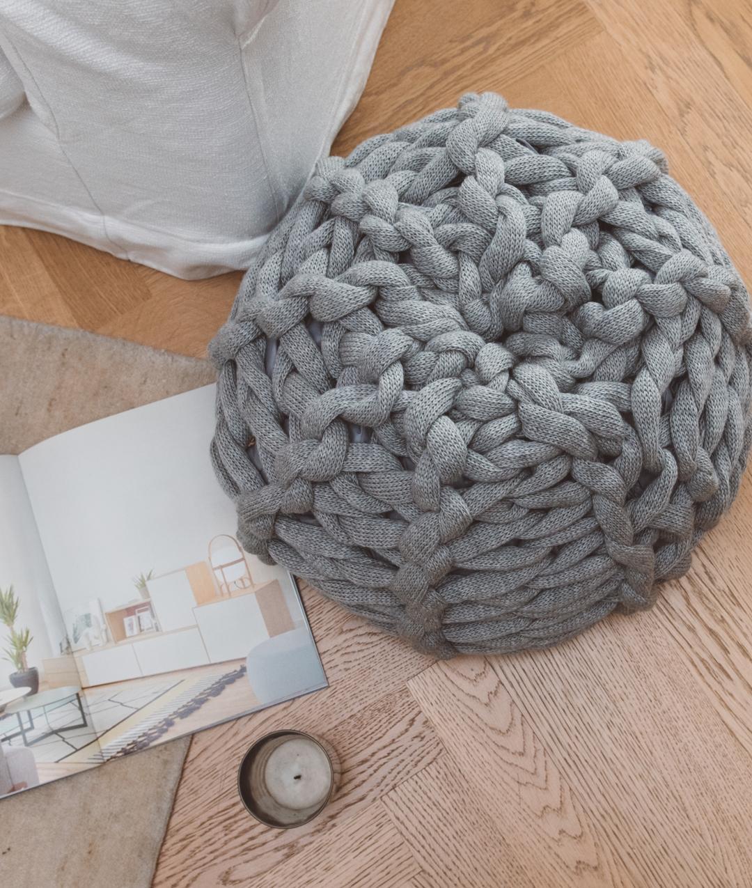 44647bc994f XXL Pouf  Arm e Giant Knitting kit for Blanket online + Pattern ...