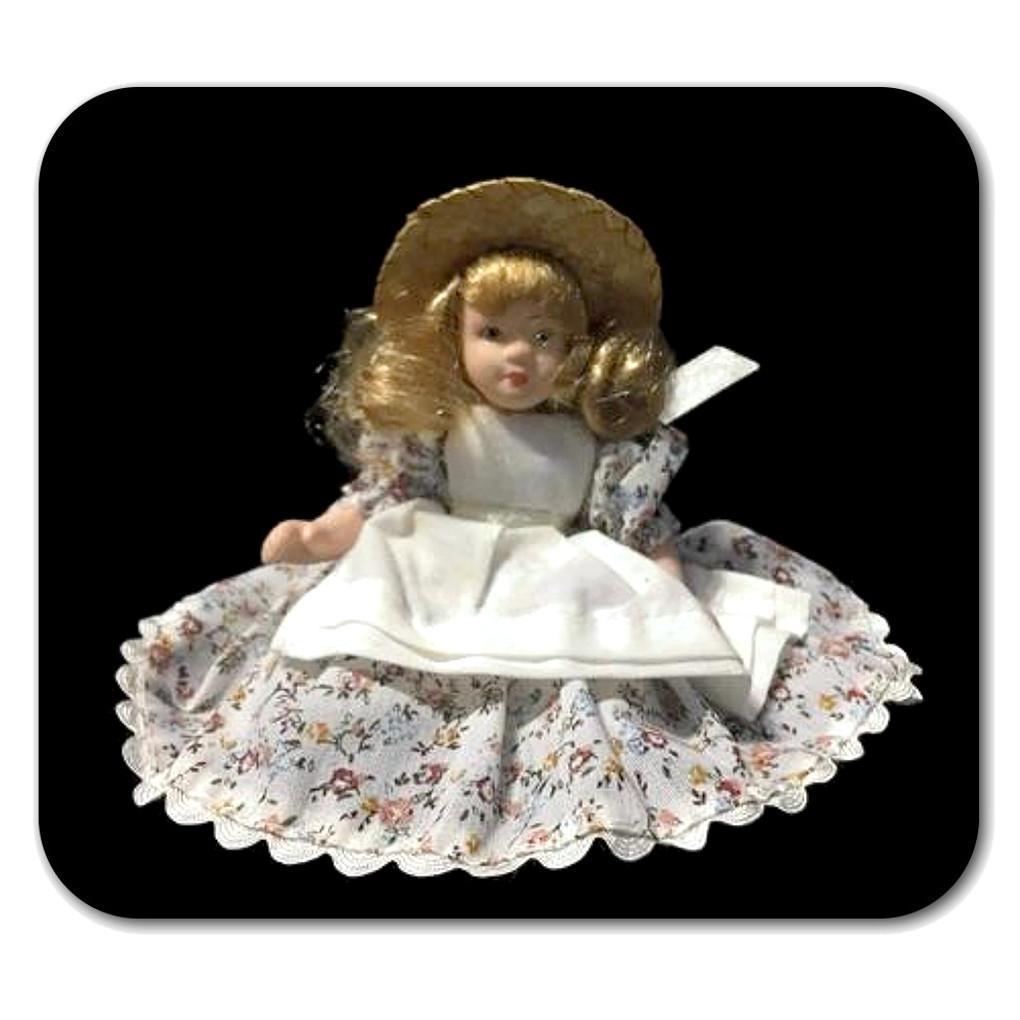 BAMBOLINA con vestito floreale e cappello | Il capriccio di Silvia