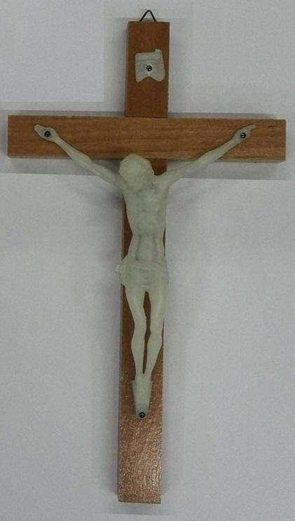 Croce legno cm. 22 corpo plastca fosforo