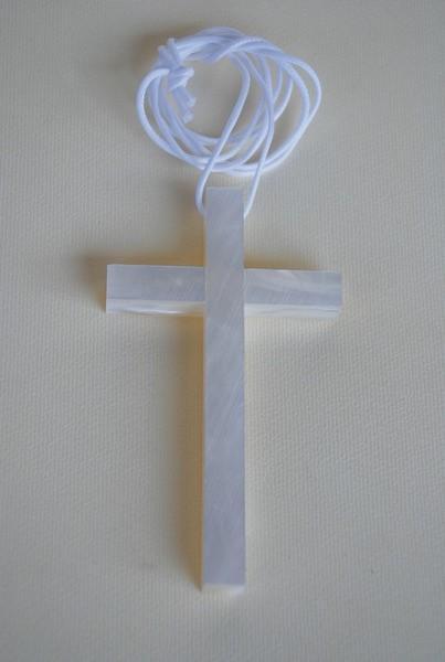 Croce con cordoncino in madreperla