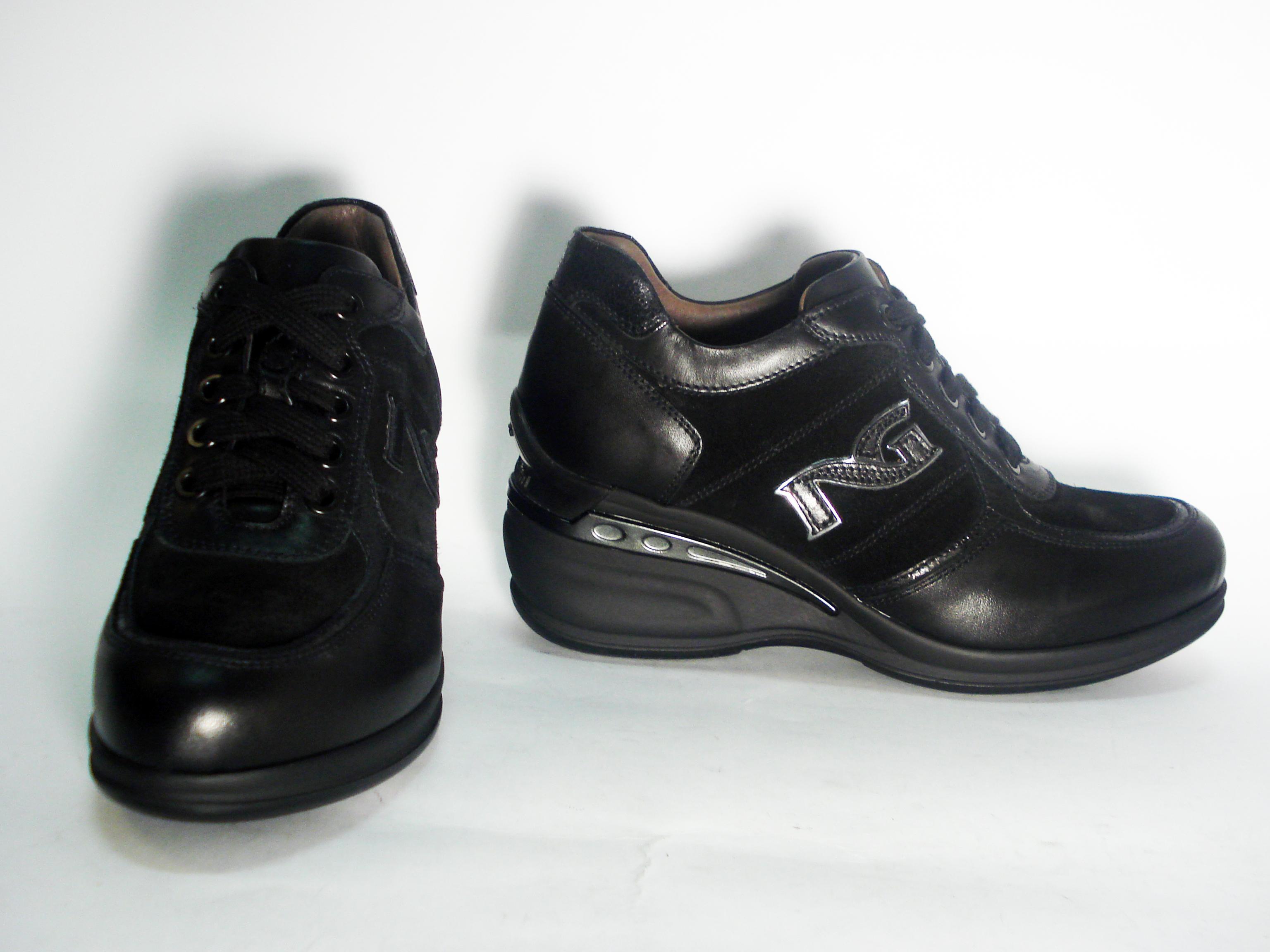 Sneaker zeppa nero Nero Giardini