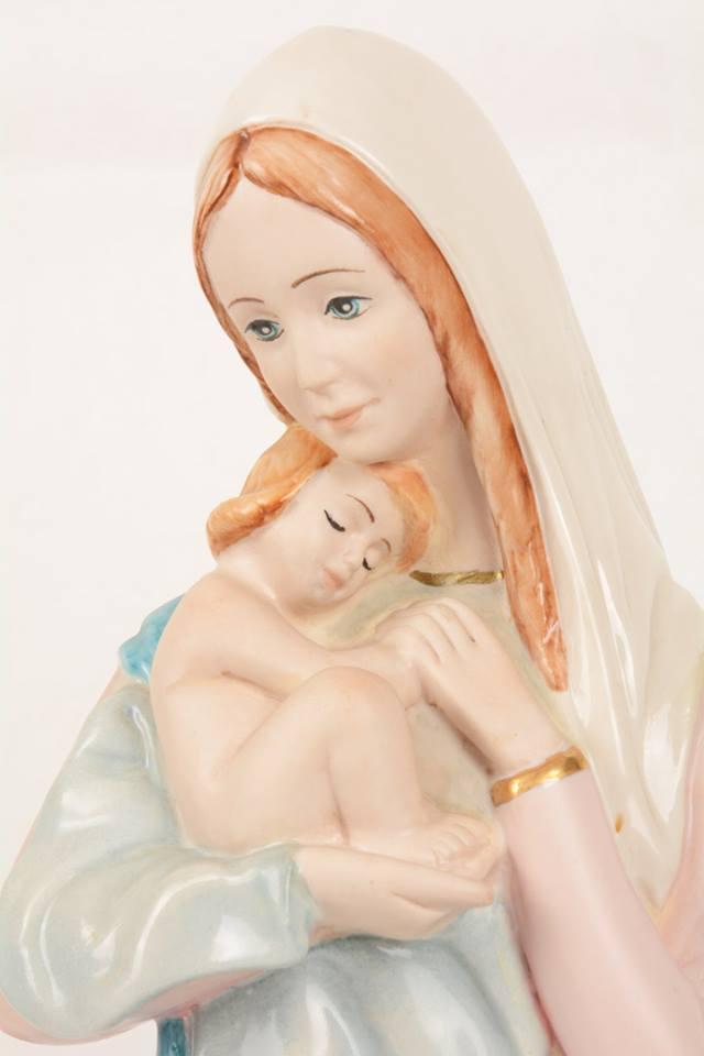 Statua Madonna con bambino in porcellana PING-MCB49 h. 50