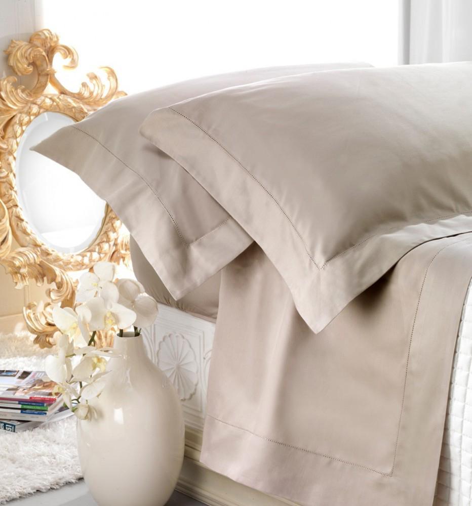 Set lenzuola matrimoniale AURORA in raso di puro cotone a giorno sabbia