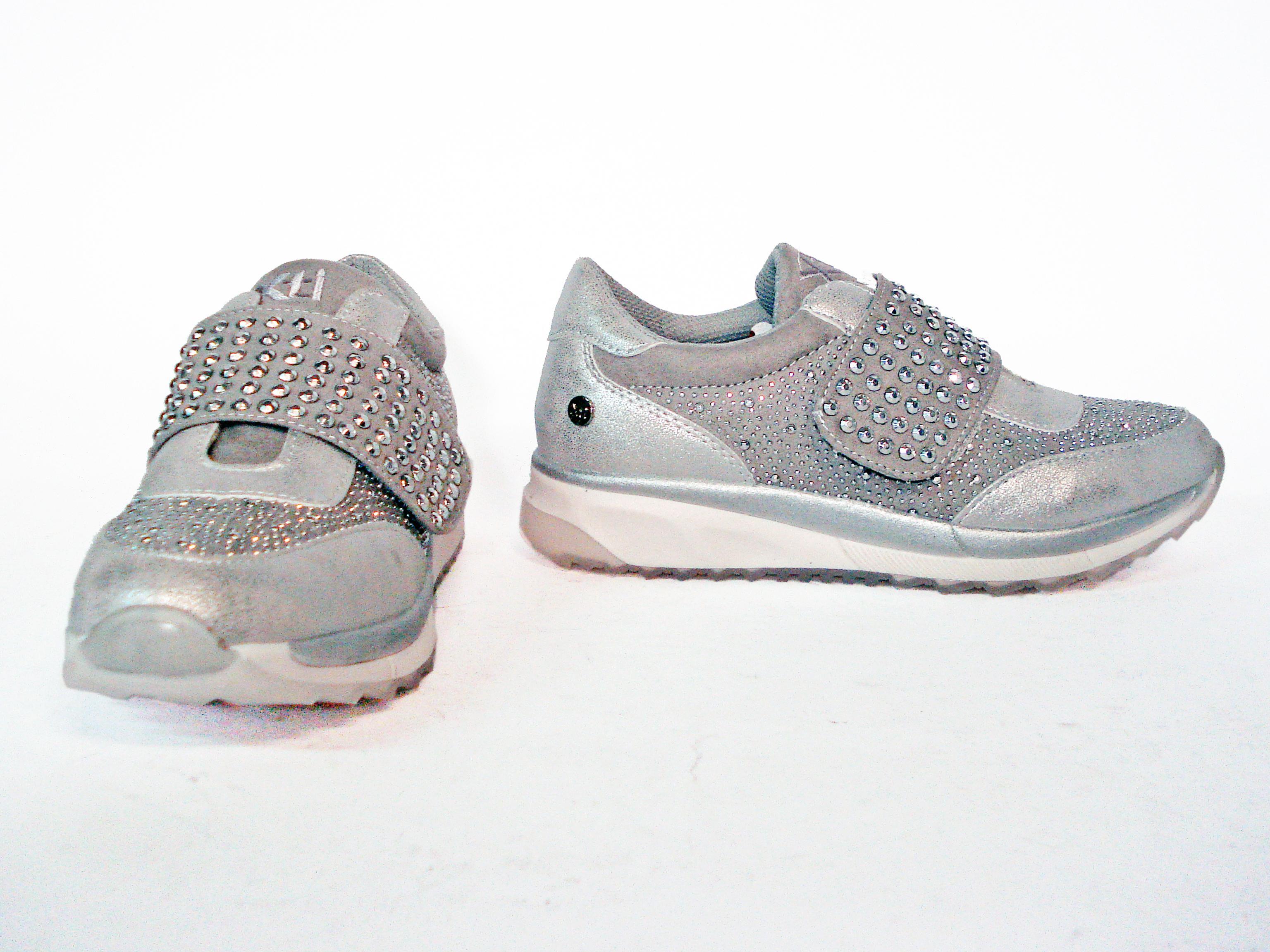 Sneaker argento con chiusura in velcro Xti