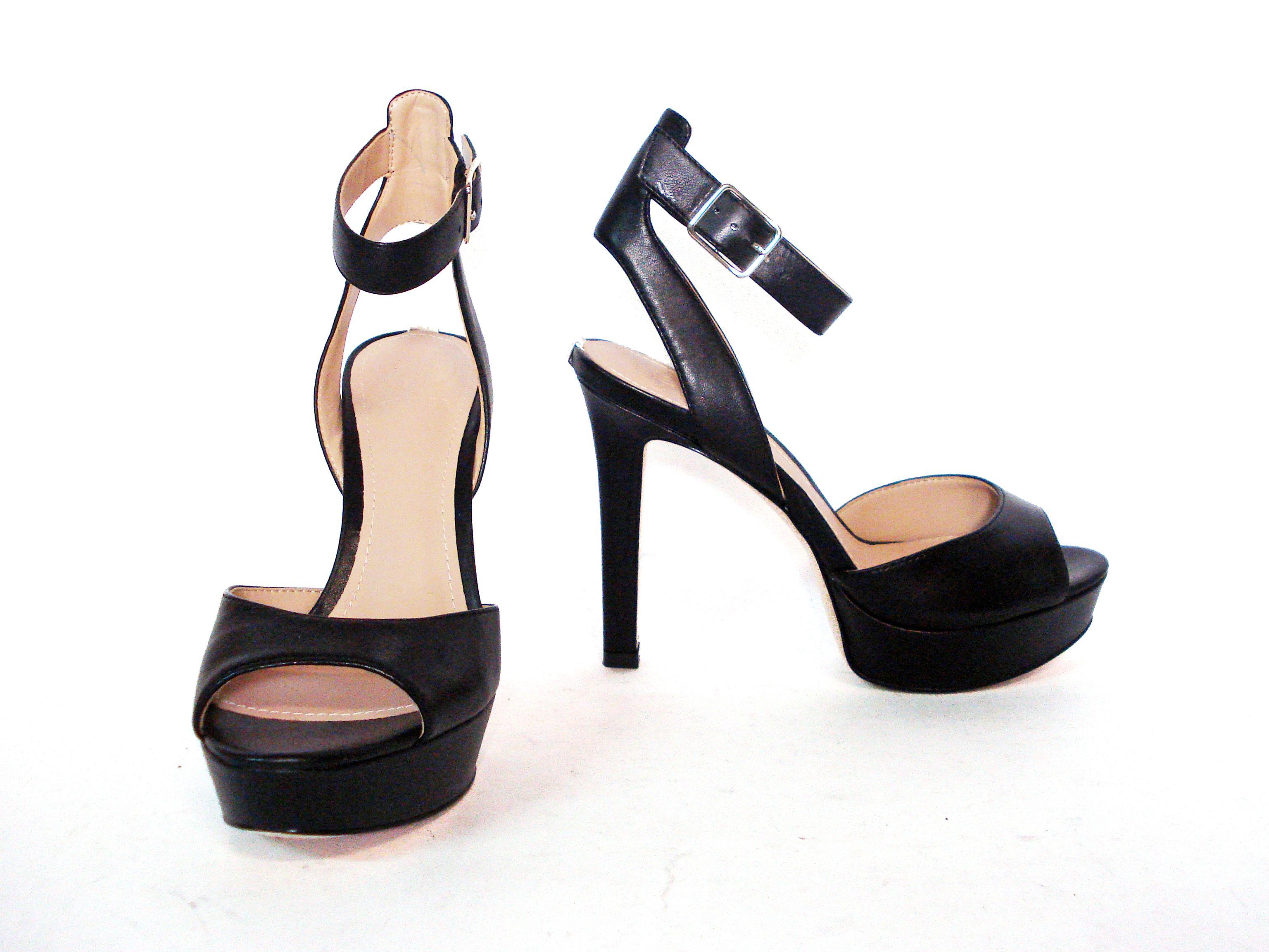 Sandalo nero con plateau Guess