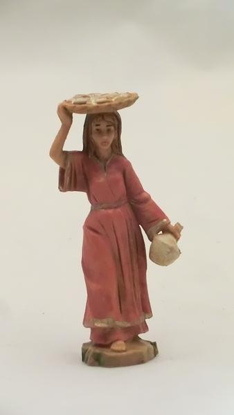 Donna con vassoio in testa cm. 6,5