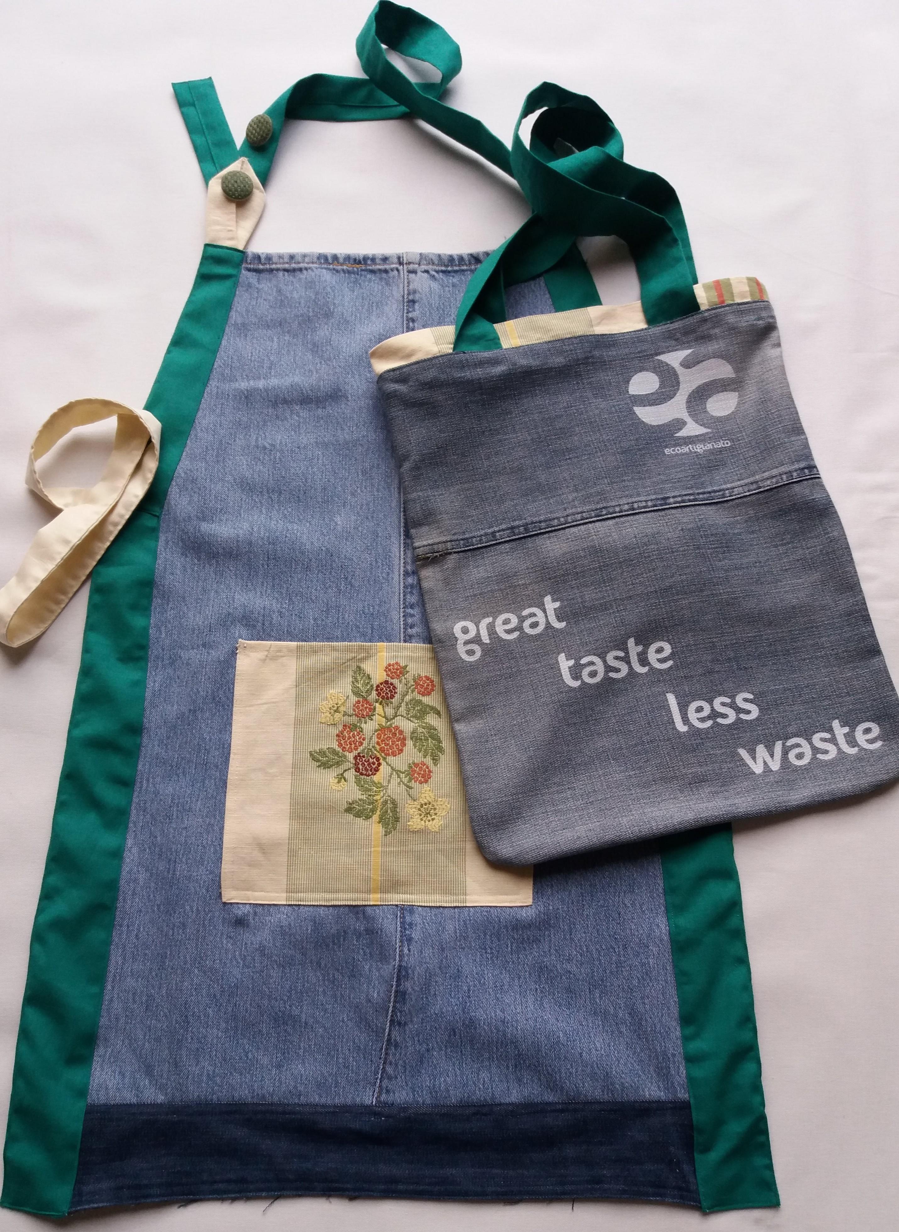 Grembiule jeans con borsa coordinata