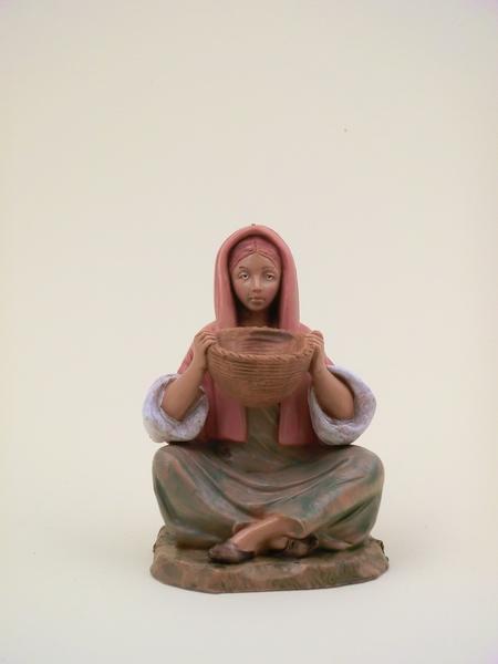 Donna seduta con cesto cm 12