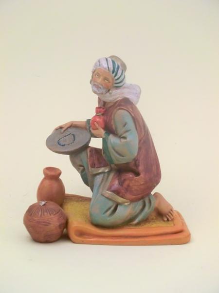 Pastore arabo in ginocchio con doni cm 19