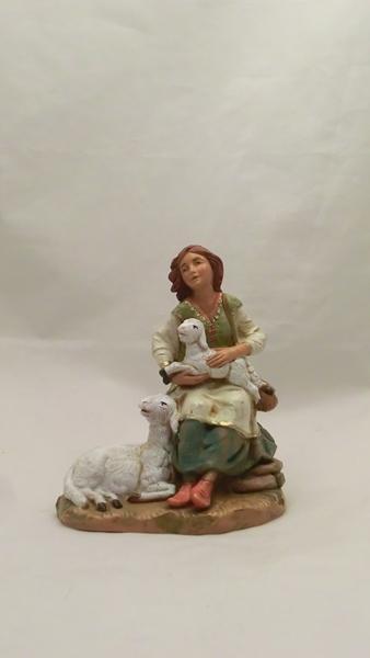 Ragazza seduta con pecora e agnello cm 19