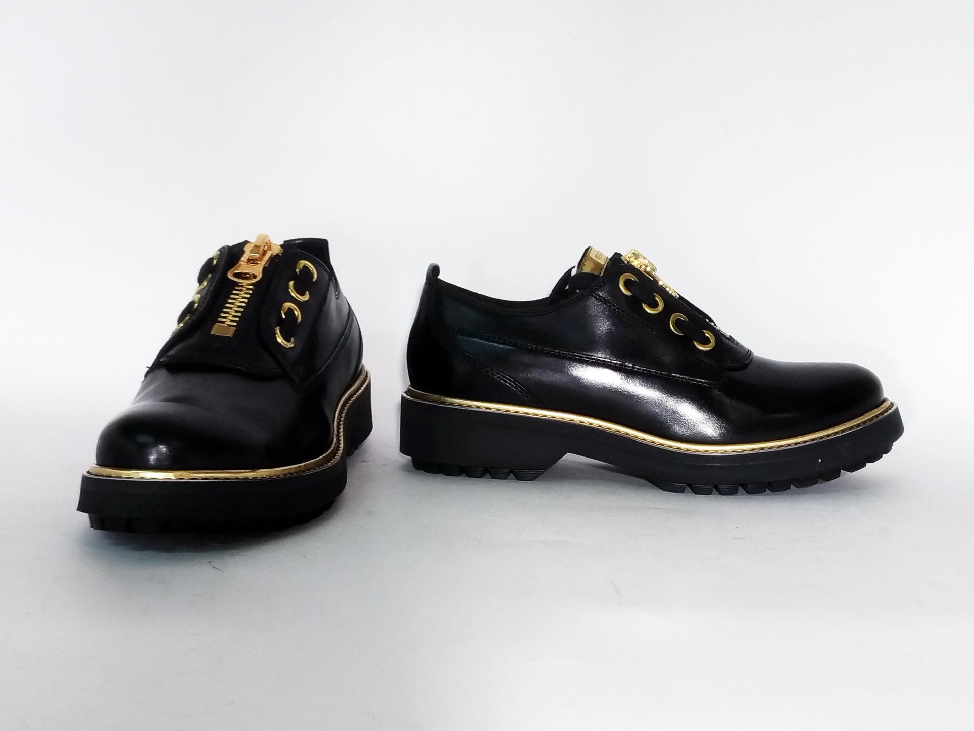 Scarpa nera con zip Geox