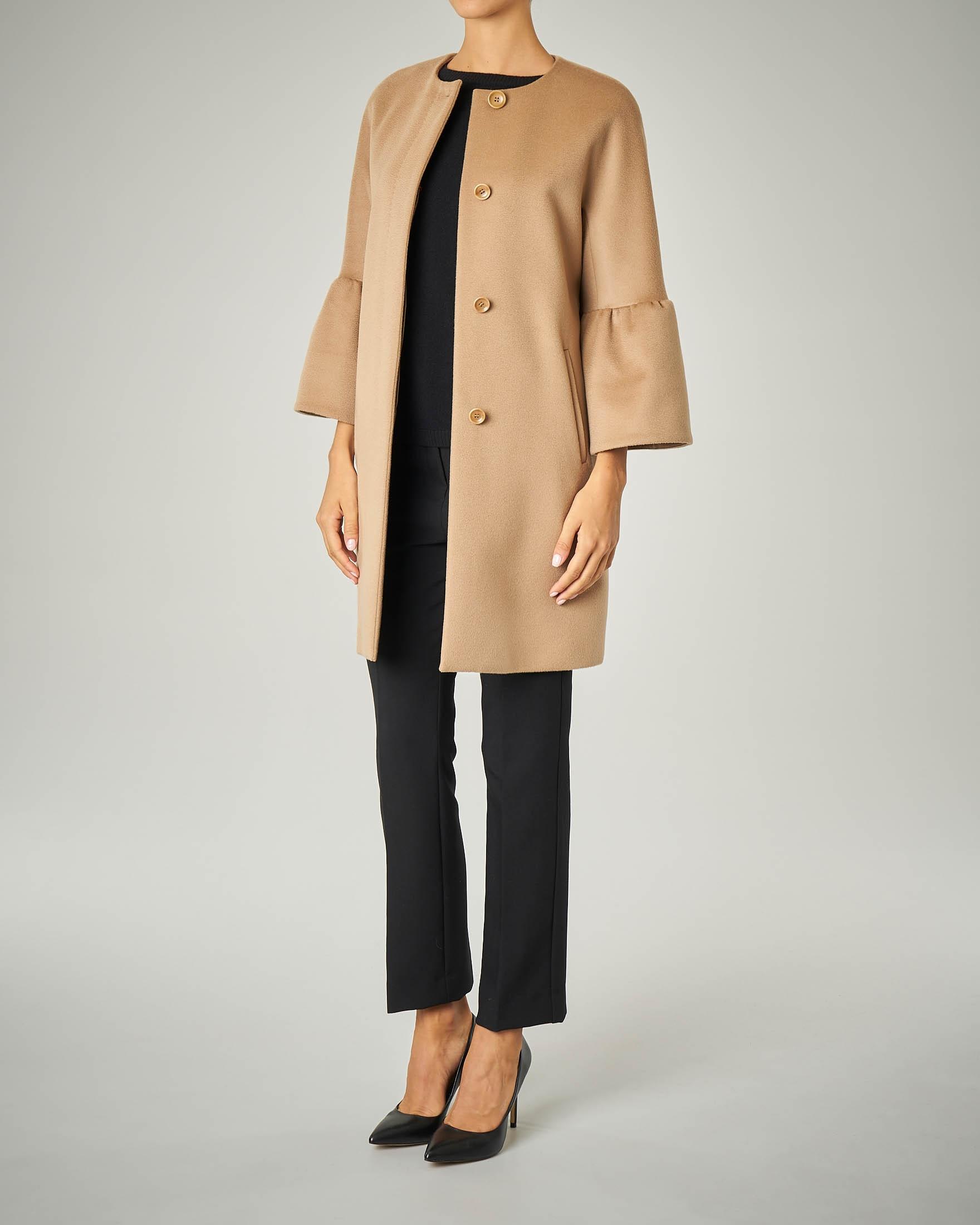 Cappotto cammello con maniche a corolla