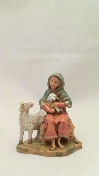 Donna seduta con pecore cm 9,5