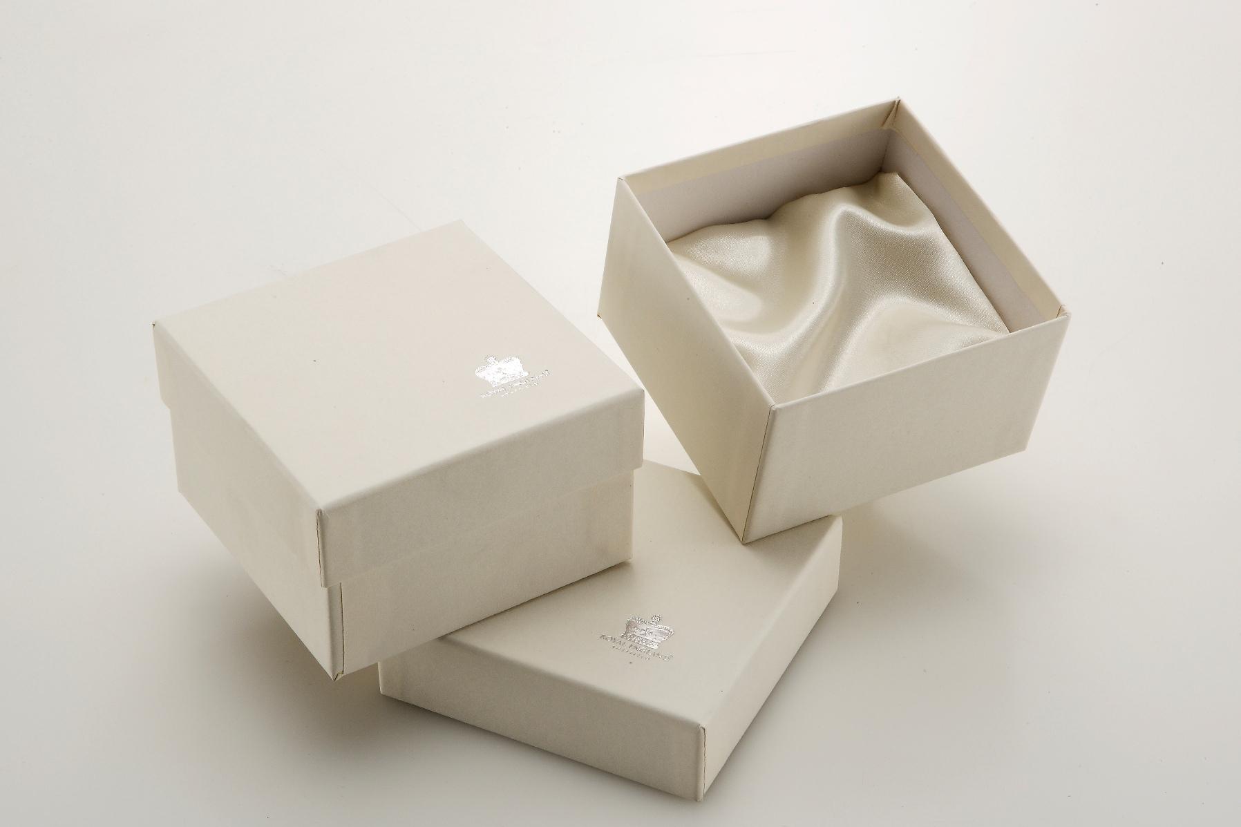 Scatola havana con raso cm.8,8x8,8x10,3h