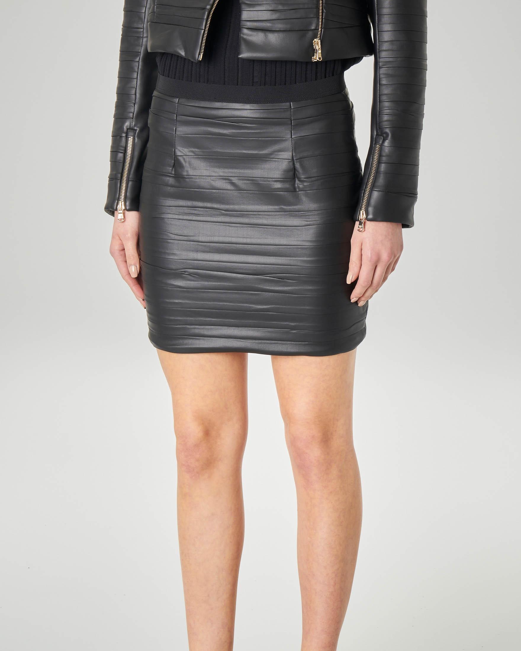 hot sale online 37d41 fb650 Minigonna nera in ecopelle effetto goffrato