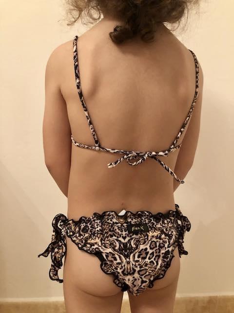 Bikini triangolo e slip nodi frou-frou The Villa Effek