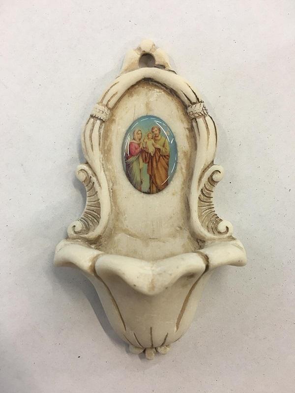 FINE SERIE 8 pezzi - Acquasantiera in resina Sacra Famiglia