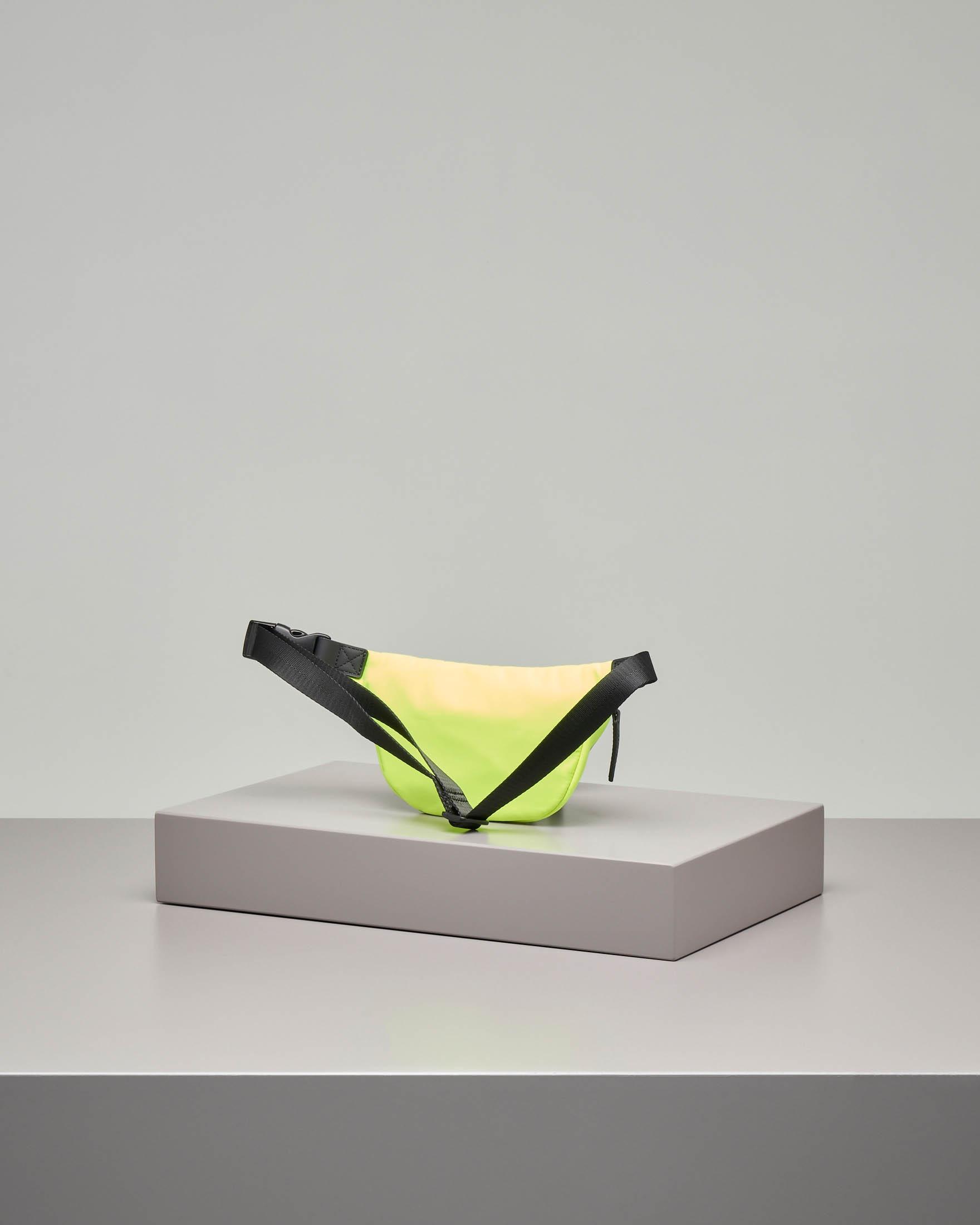 Marsupio giallo con logo nero