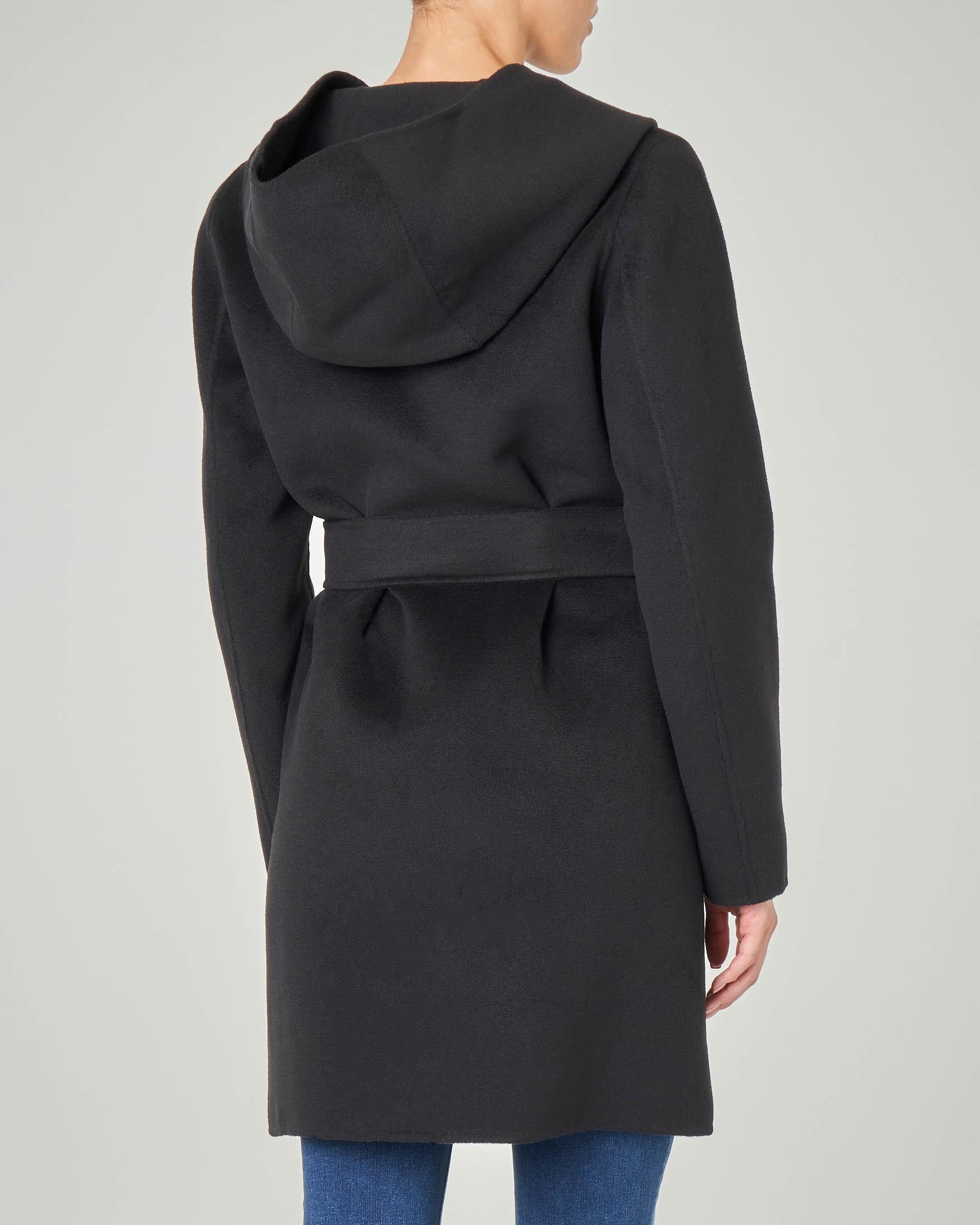 check out 0cd74 fa08d Cappotto corto in panno nero con collo sciallato e cappuccio | Pellizzari  E-commerce