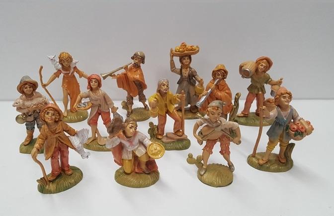 Gruppo 12 pastori in pvc cm. 8,2