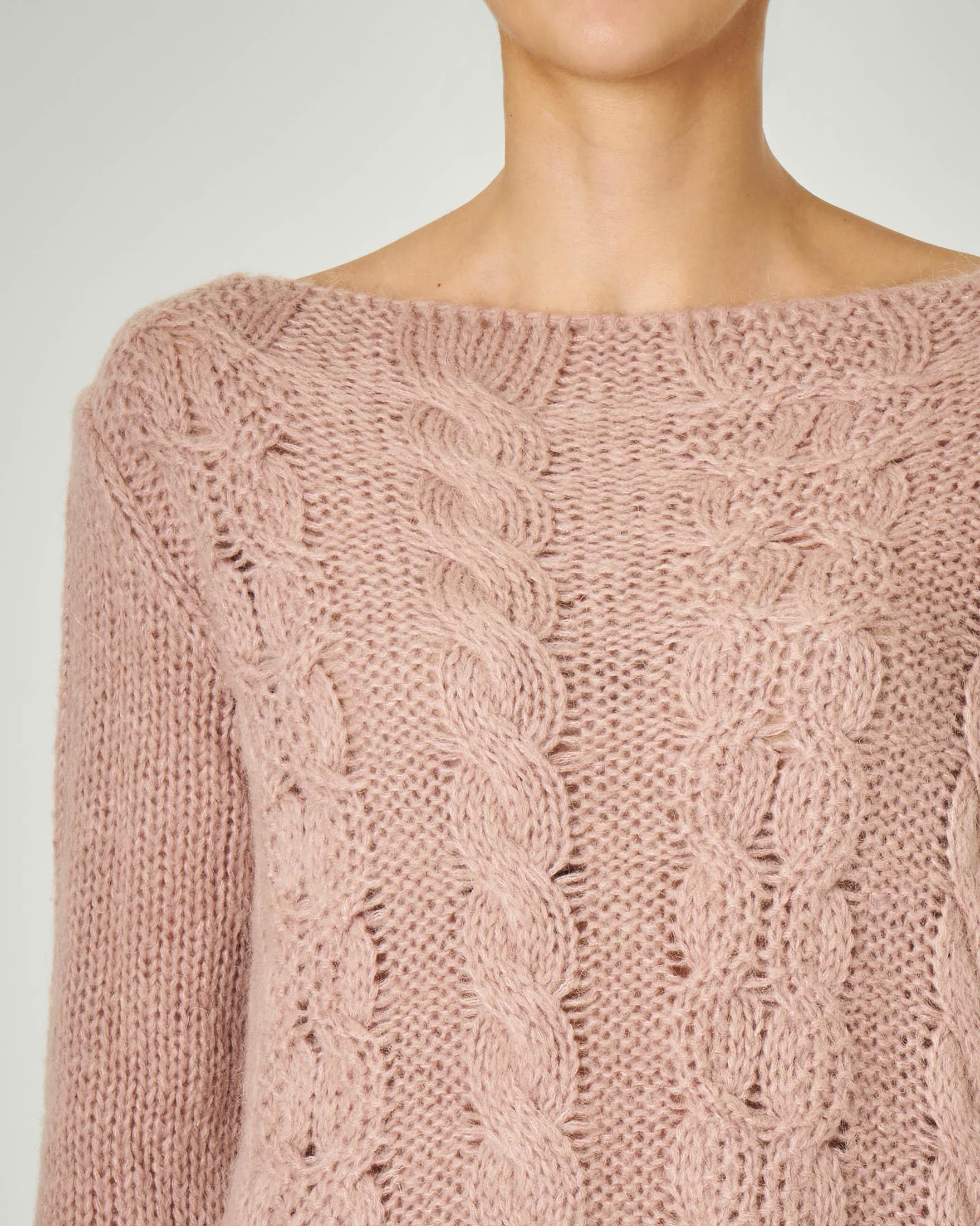 Maglia color cipria in lana misto mohair lavorazione a trecce
