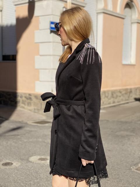Cappotto con Applicazioni Spilla