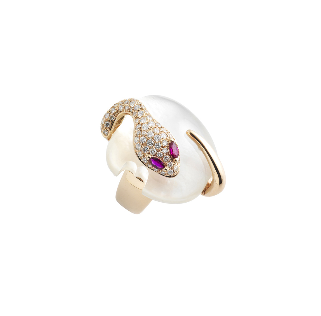 Ring in rose gold, diamonds, motherpearl and rubies