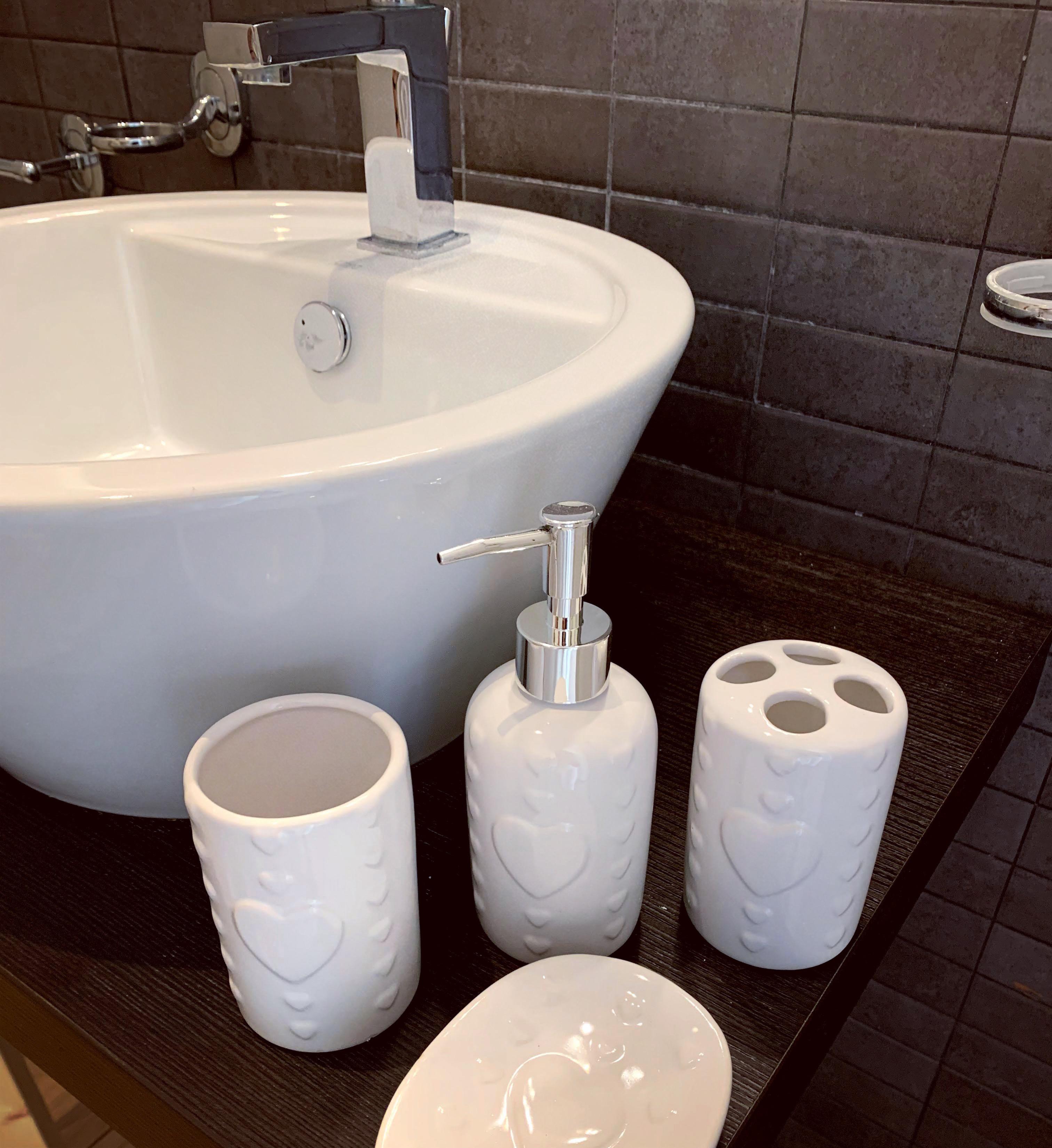 Set bagno in ceramica