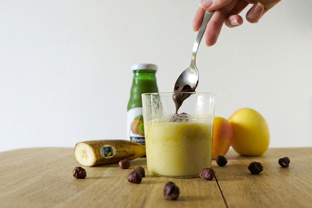 Frullato con mela, banana, nocciole e Kiwiny Smoothie Pure