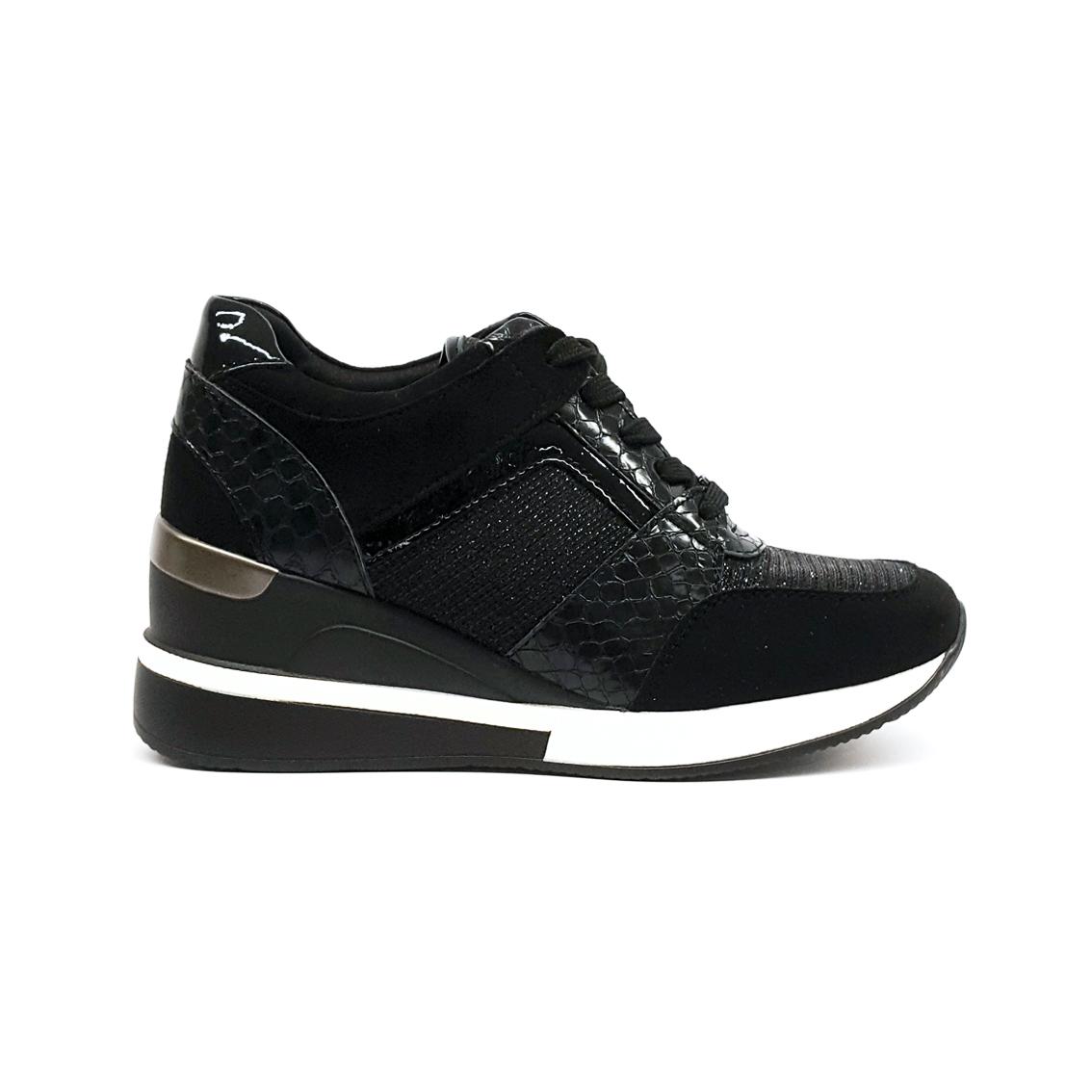 Sneaker nera con zeppa Gold&Gold