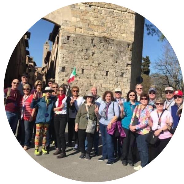 Gruppo accompagnato da Laura a S.Gimignano