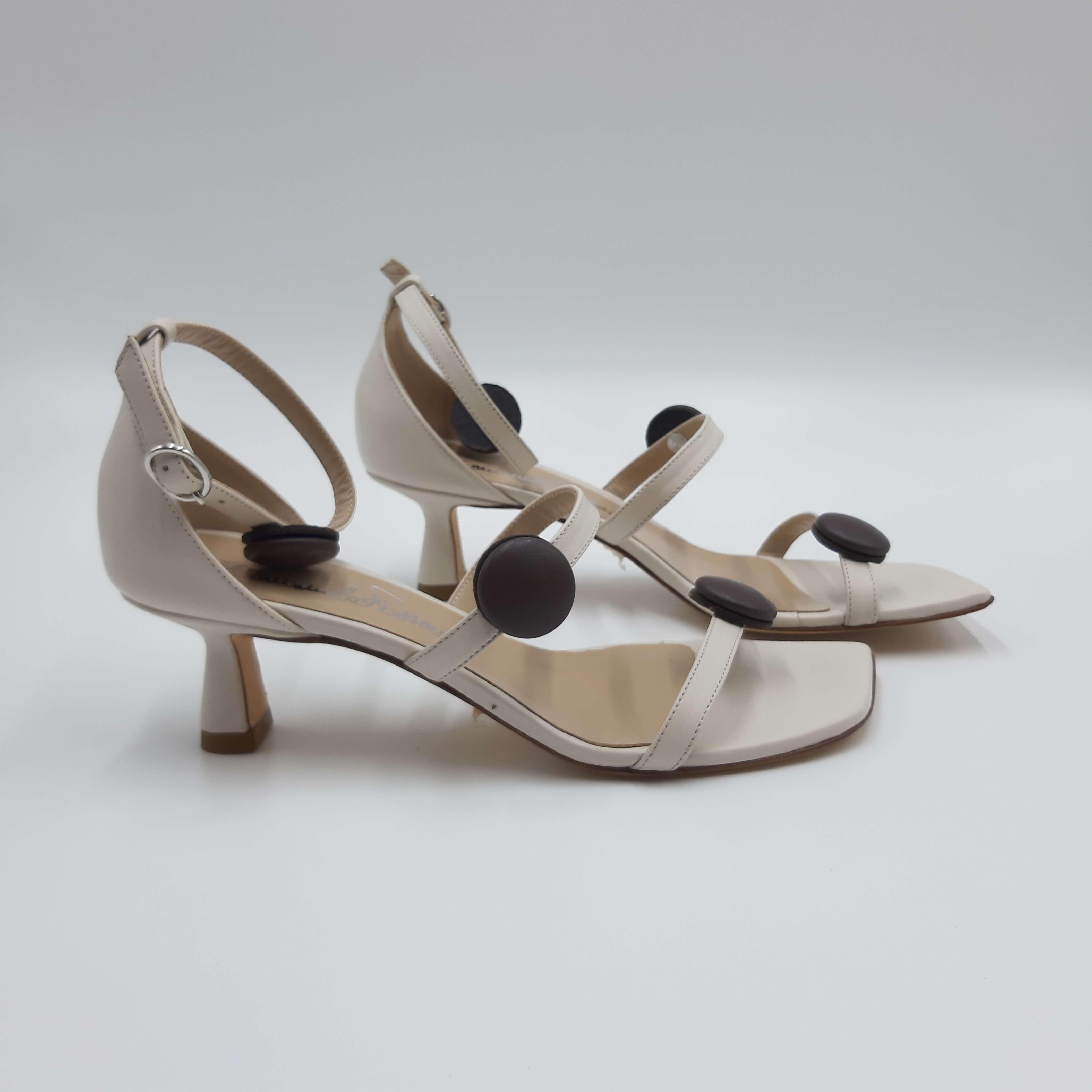 Sandalo beige con tacco a rocchetto Emanuela Passeri