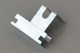 GANCIO ORTOGONALE 27/50 mm B.ARR. SP. 0,7 mm (Conf. Pz 100)
