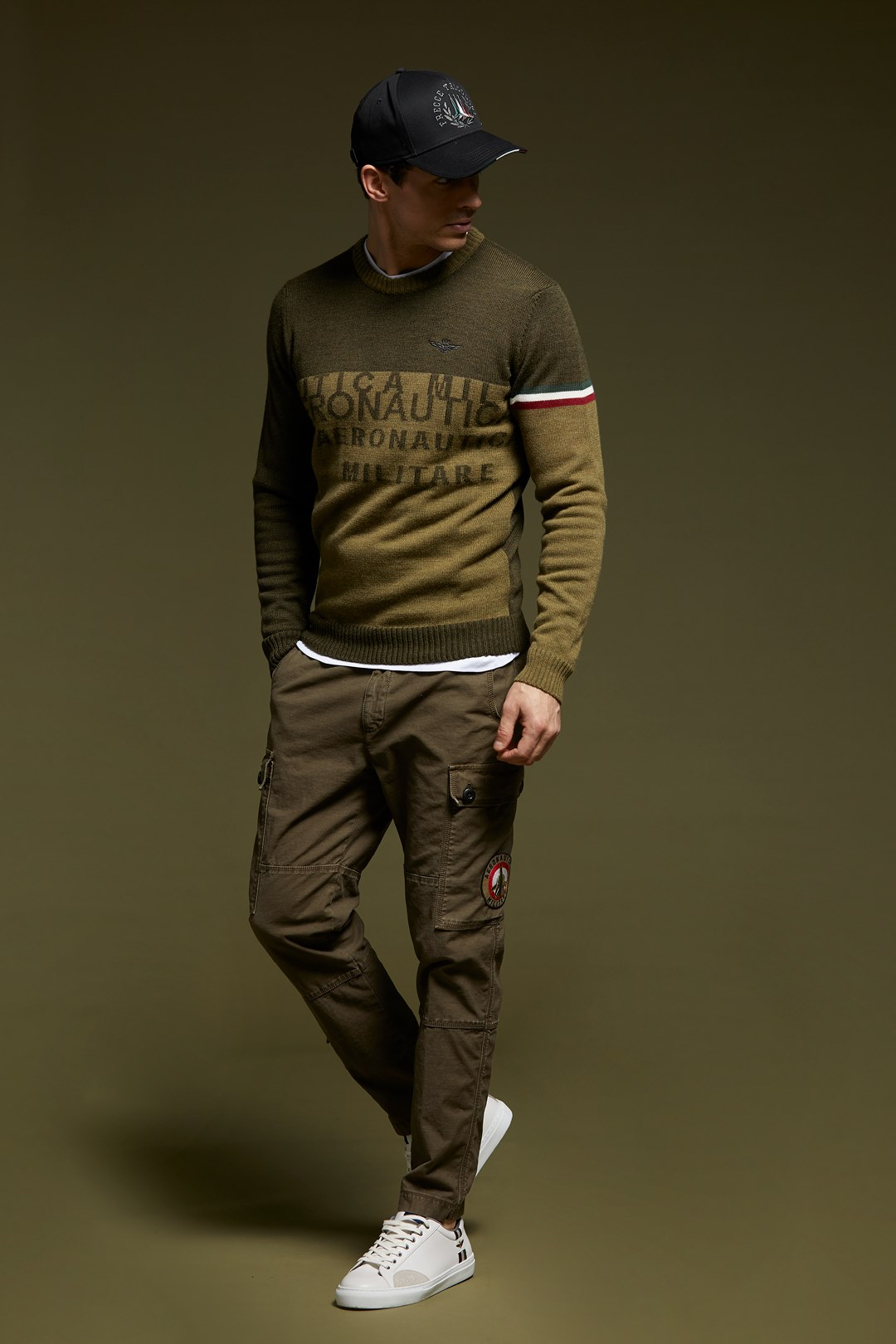 Two-tone embroidered sweater             4