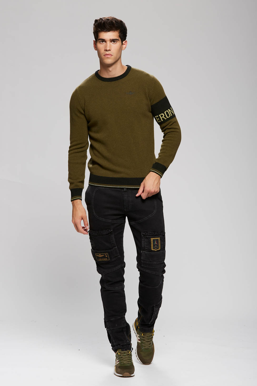 Crew neck sweater with contrasting band  4