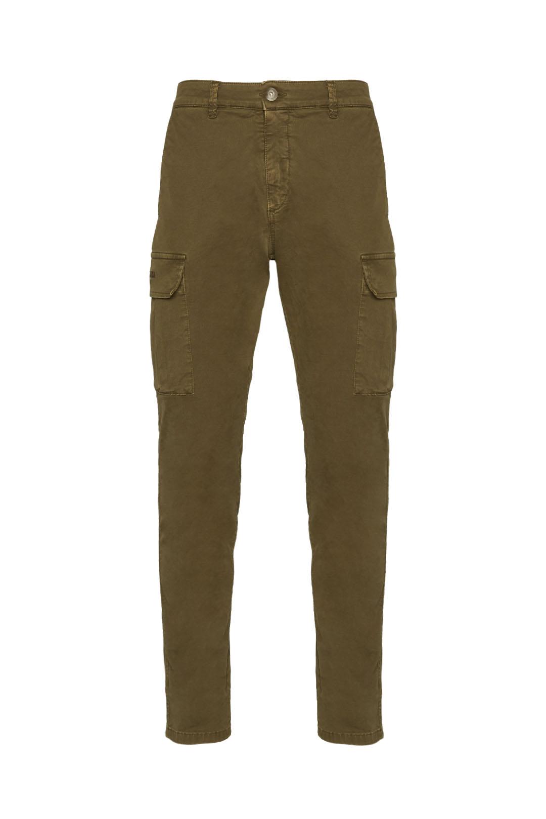 Pantalon multipoches en gabardine        1