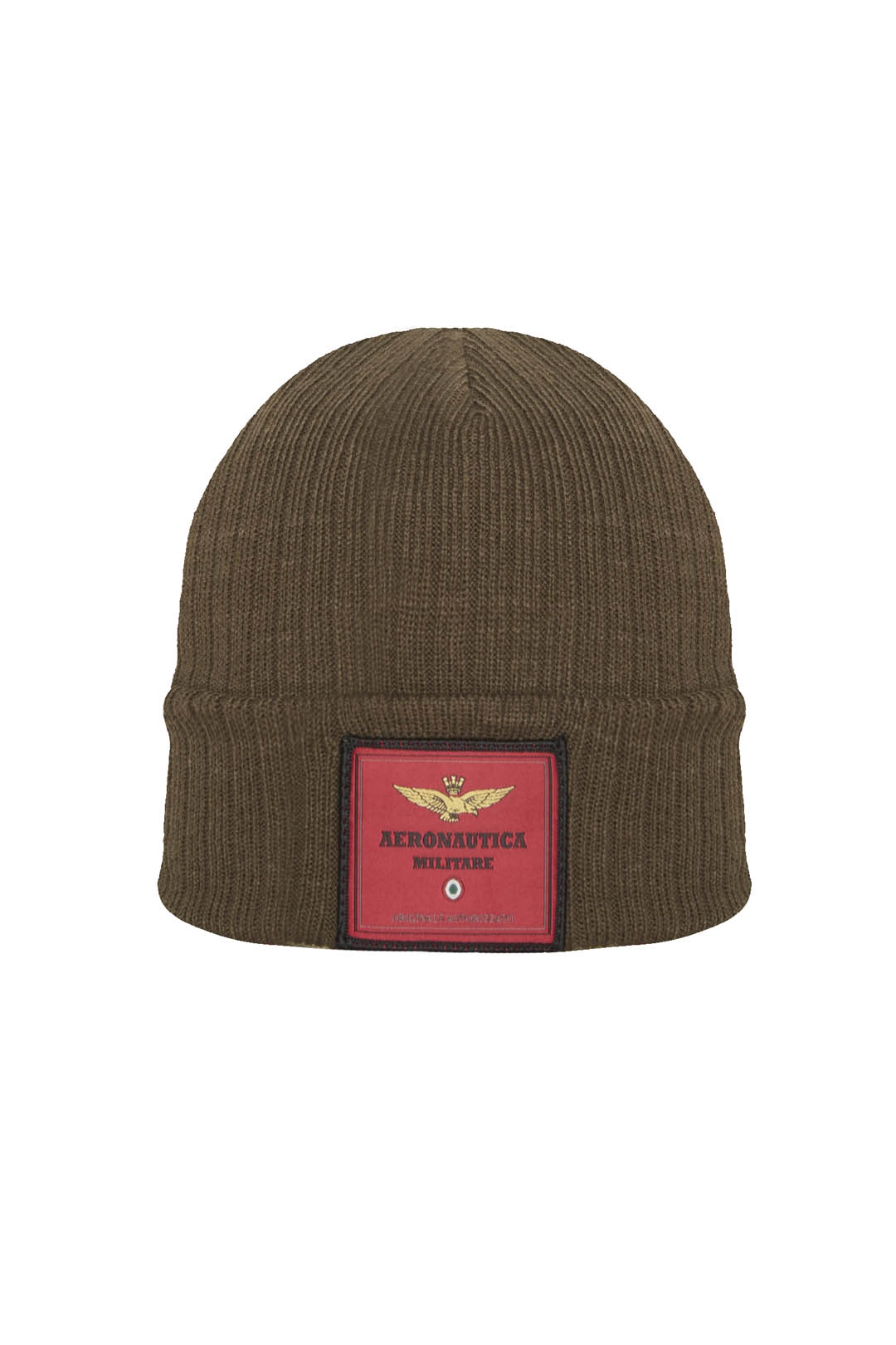 Knit cap with contrast logo label