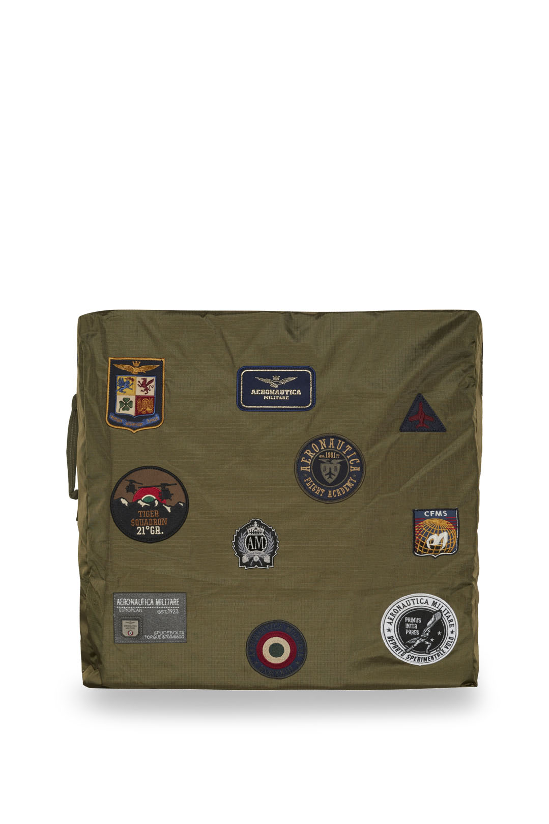 Bag in ripstop fabric with patches       1