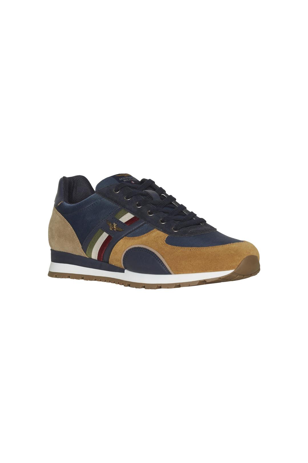 Sneakers mit Trikolor                    1