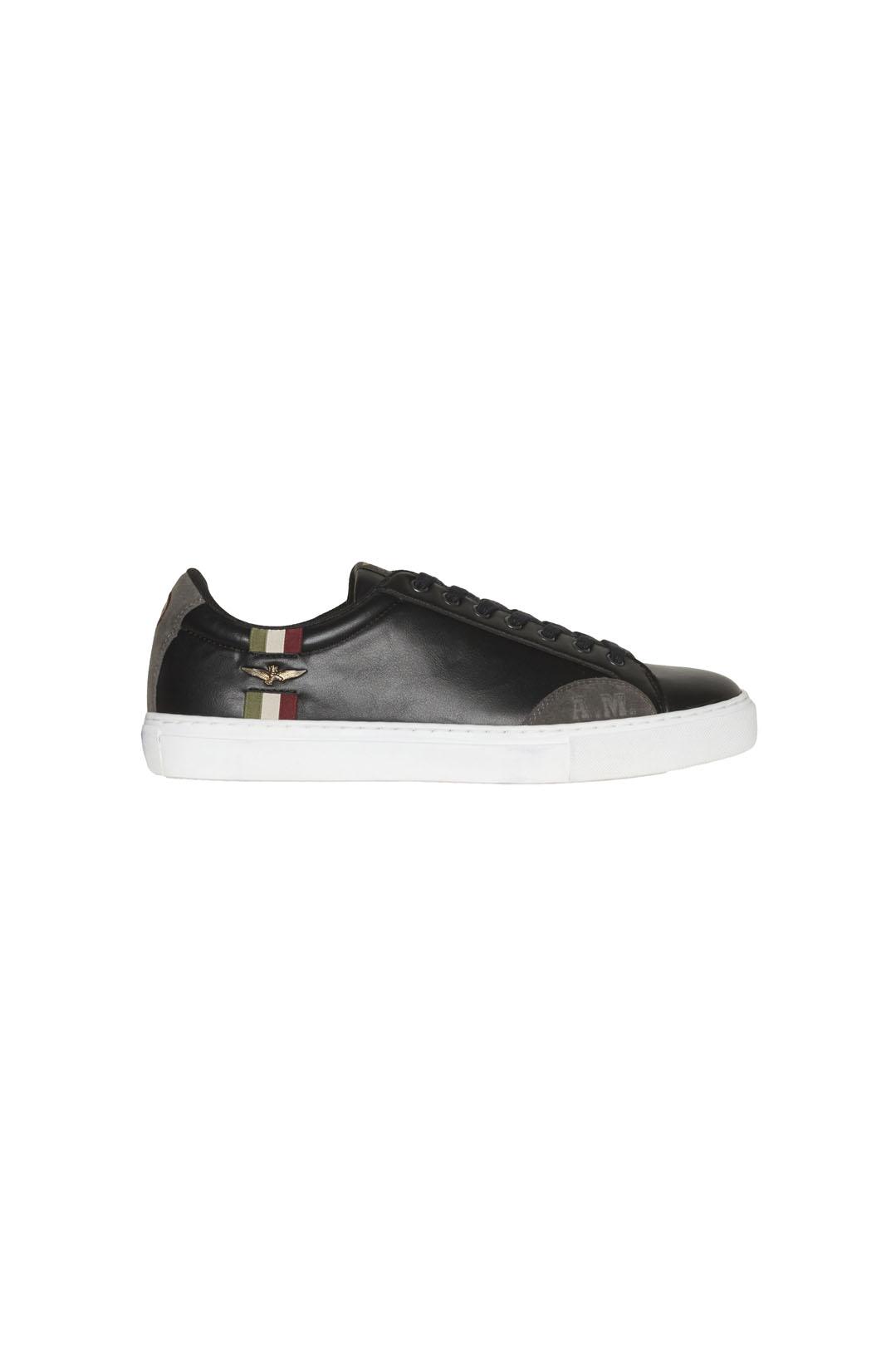 Sneakers avec détail tricolore           2