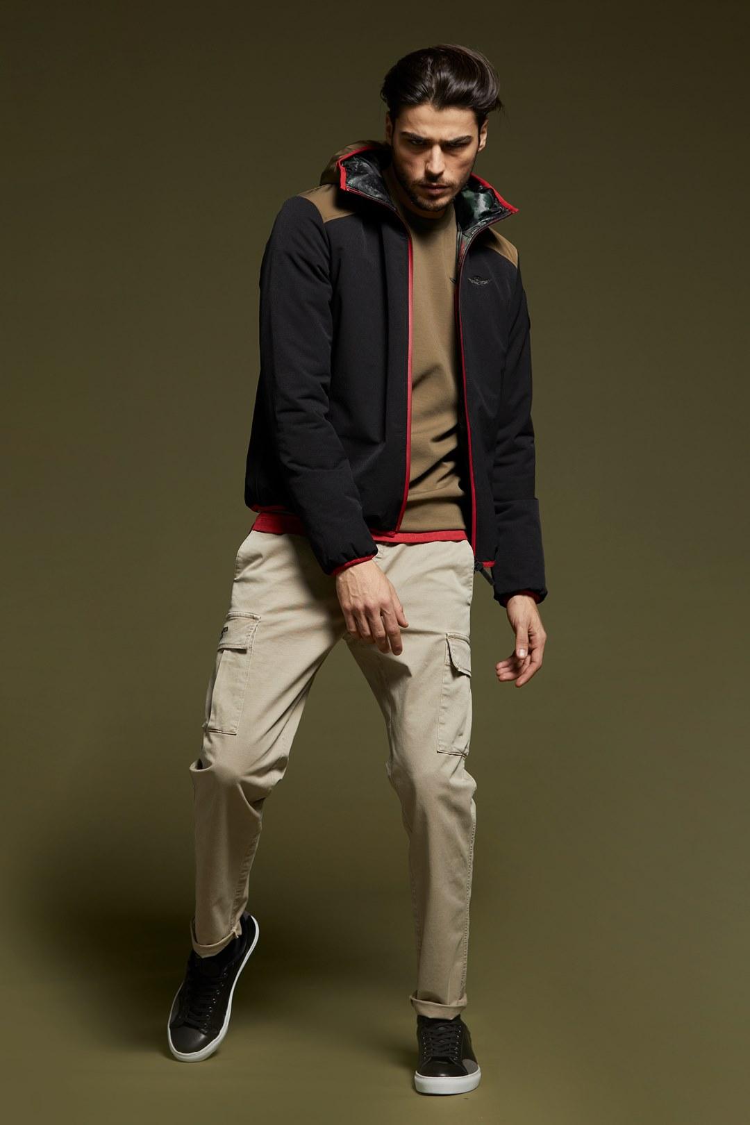 Veste en nylon stretch avec capuche      4