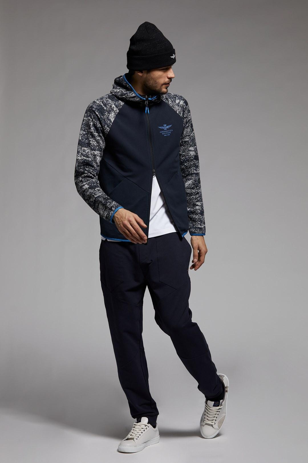 Sweatshirt mit Camouflage-Jacquard       4