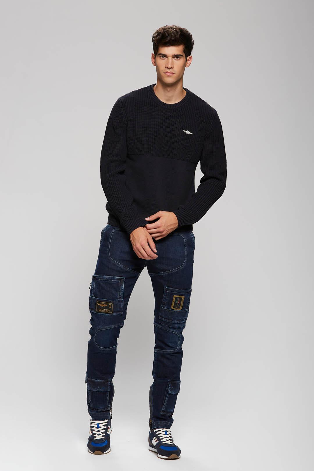 Two fabrics round neck sweater           4