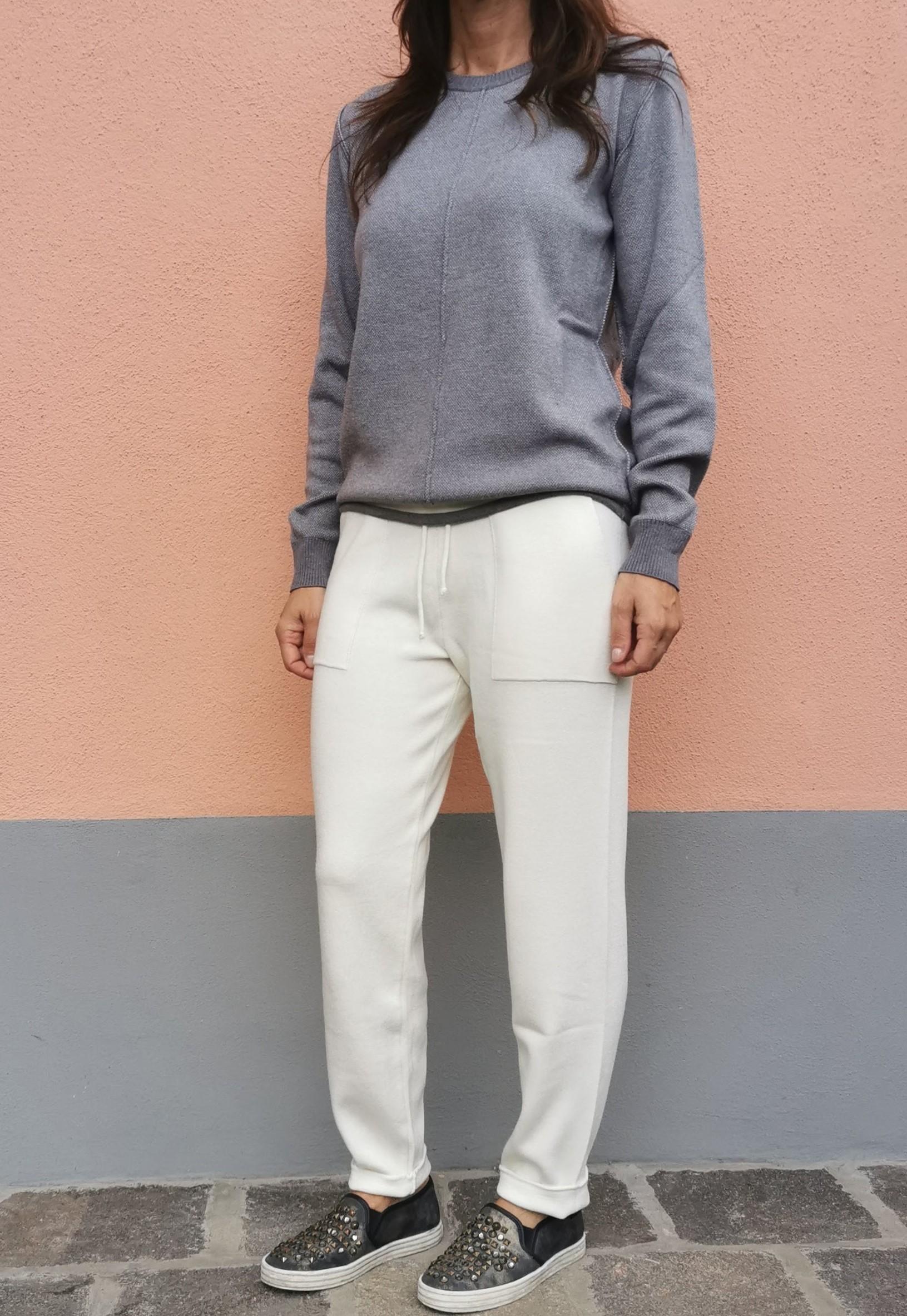 Pantaloni con tasche a toppa