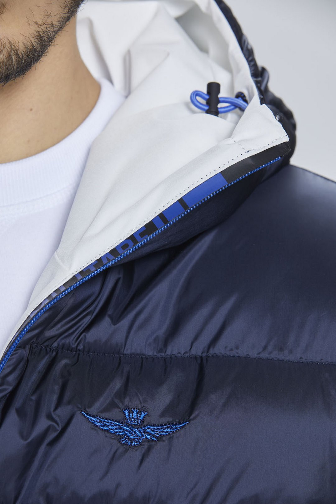 Reversible short down jacket with hood   8