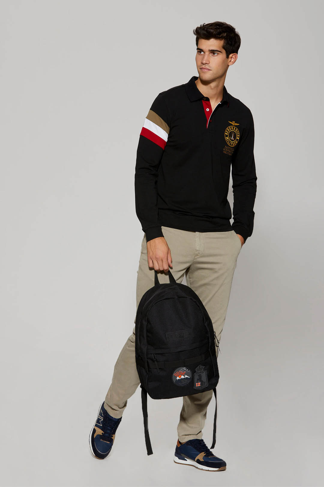 Long-sleeved tricolor polo shirt         4