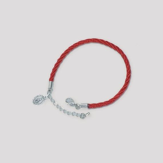 Braccialetto in corda con medaglietta colori assortiti