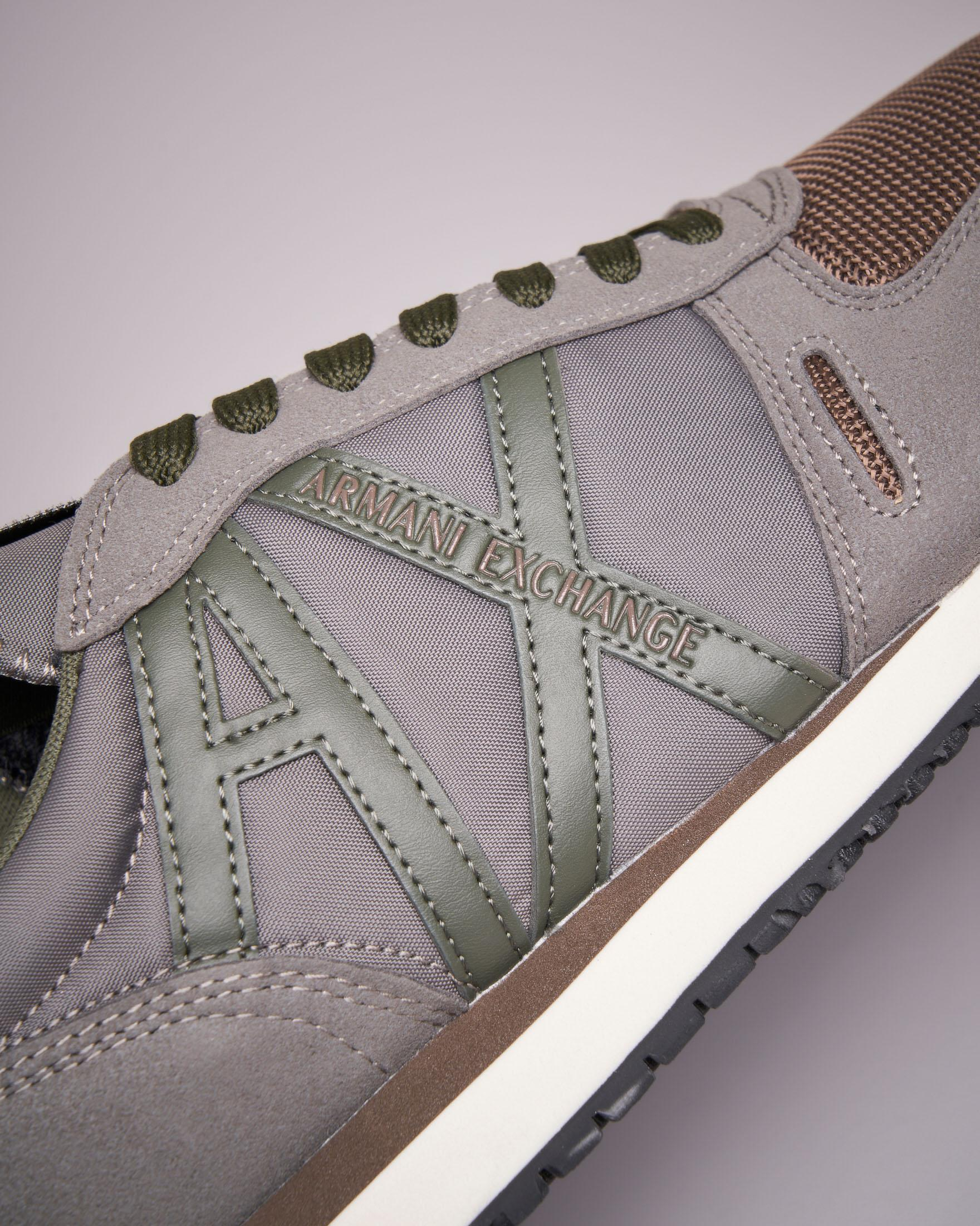 Sneakers beige con logo verde militare