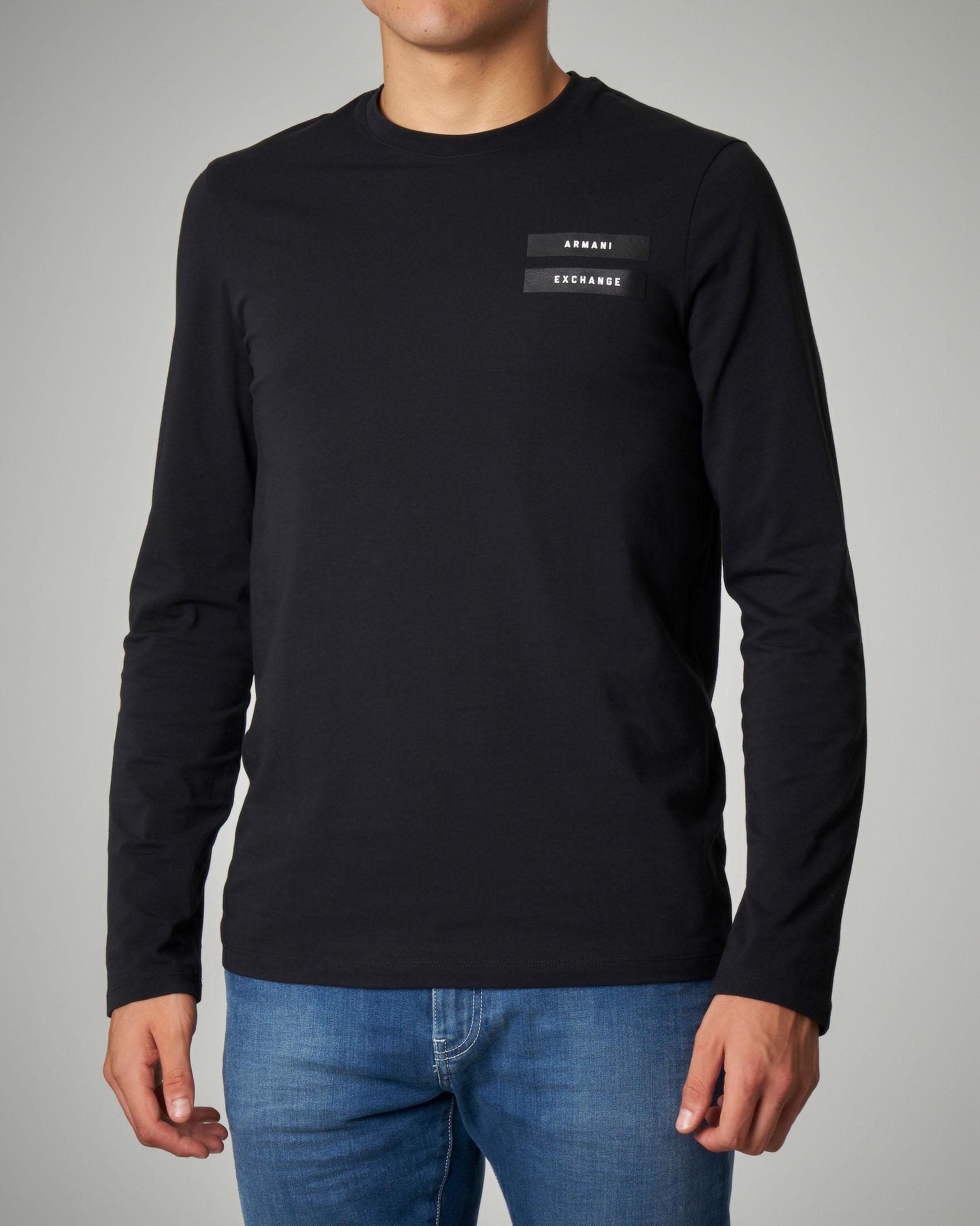 T-shirt nera a manica lunga elasticizzata