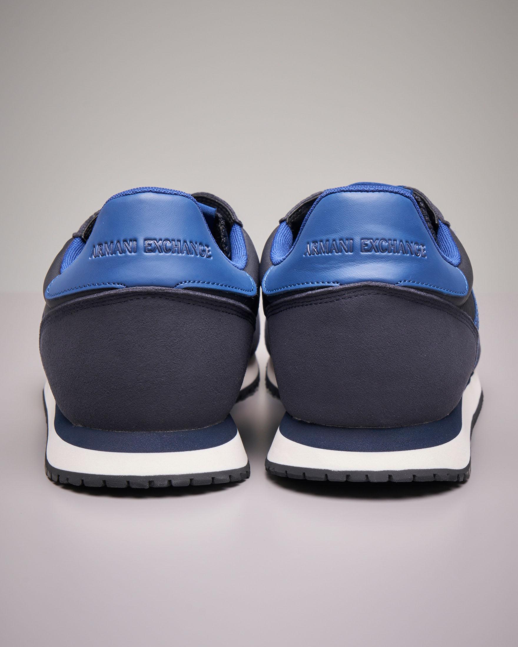 Sneakers blu con logo azzurro